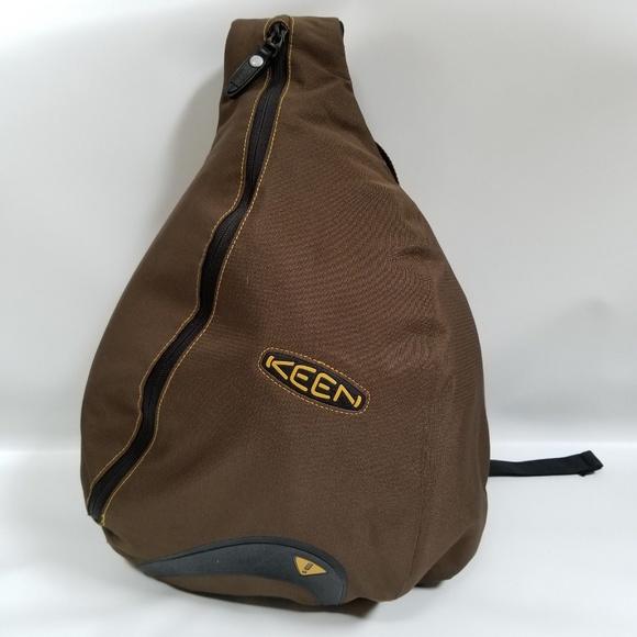 2f1b559f08b Keen Hybrid Transport Shoulder Sling Backpack Bag.  M_5bc362262beb79f28c0ec73c